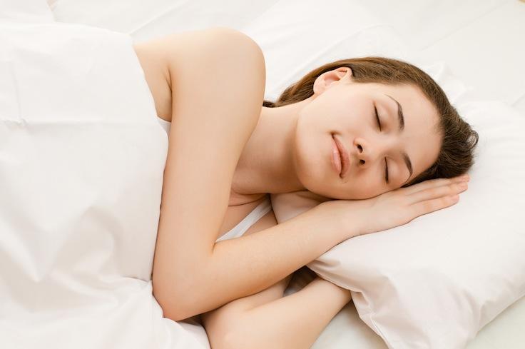posición para dormir y cuidar tu espalda